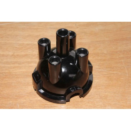 Distributor cap top entry